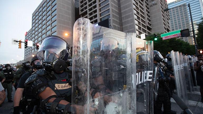 Ένταλμα σύλληψης για 6 αστυνομικούς της Ατλάντα λόγω υπερβολικής χρήσης βίας